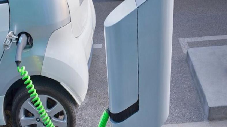 Bakan Varan: Elektrikli Araçların Şarj Altyapısı Yolda