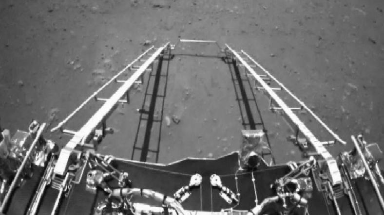 Çin'in Mars Aracı Zhurong'dan İlk Görüntüler Geldi