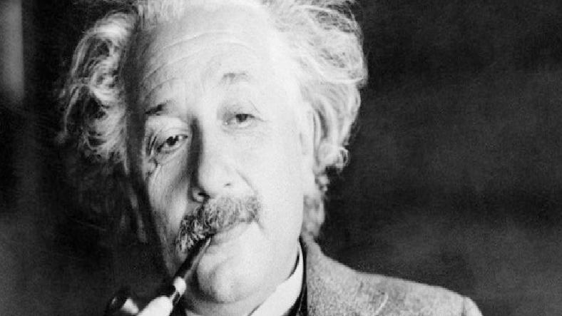 """Einstein'ın """"E=mc²"""" Yazılı Mektubu 1,2 Milyon Dolara Satıldı"""