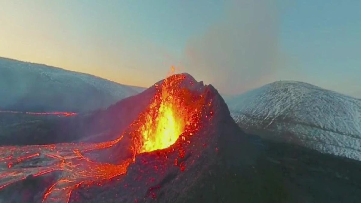 İzlanda'daki volkanik patlamaların etkileyici görüntüleri