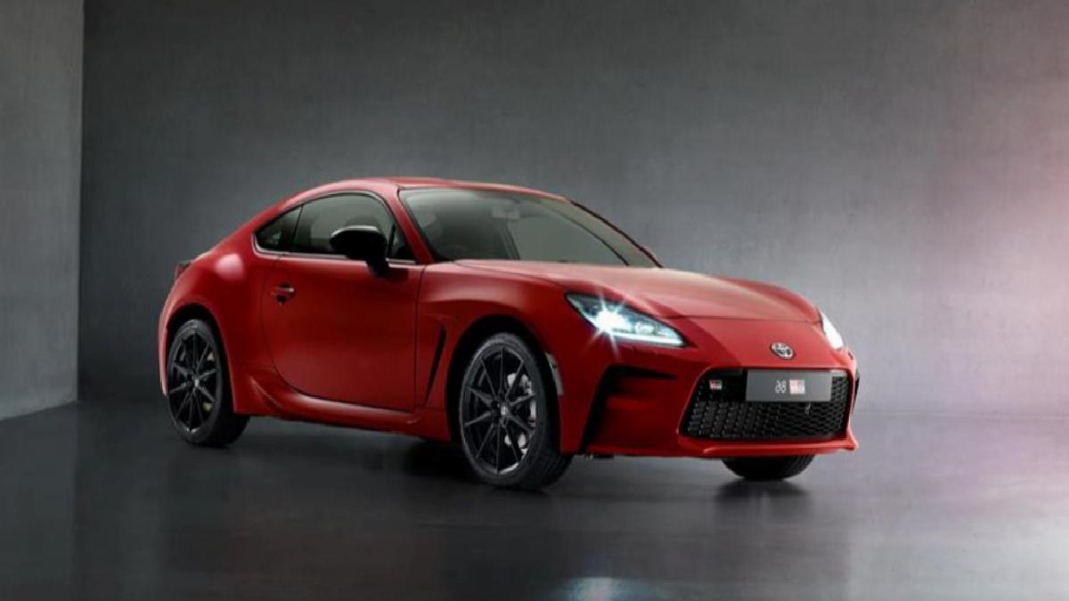 Toyota'nın yeni spor otomobili GR 86 tanıtıldı