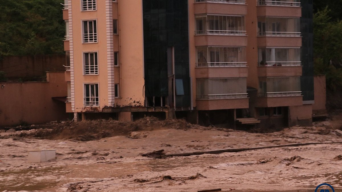 AFAD: Kastamonu ve Bartın'da sel sularına kapılan 11 kişi hayatını kaybetti