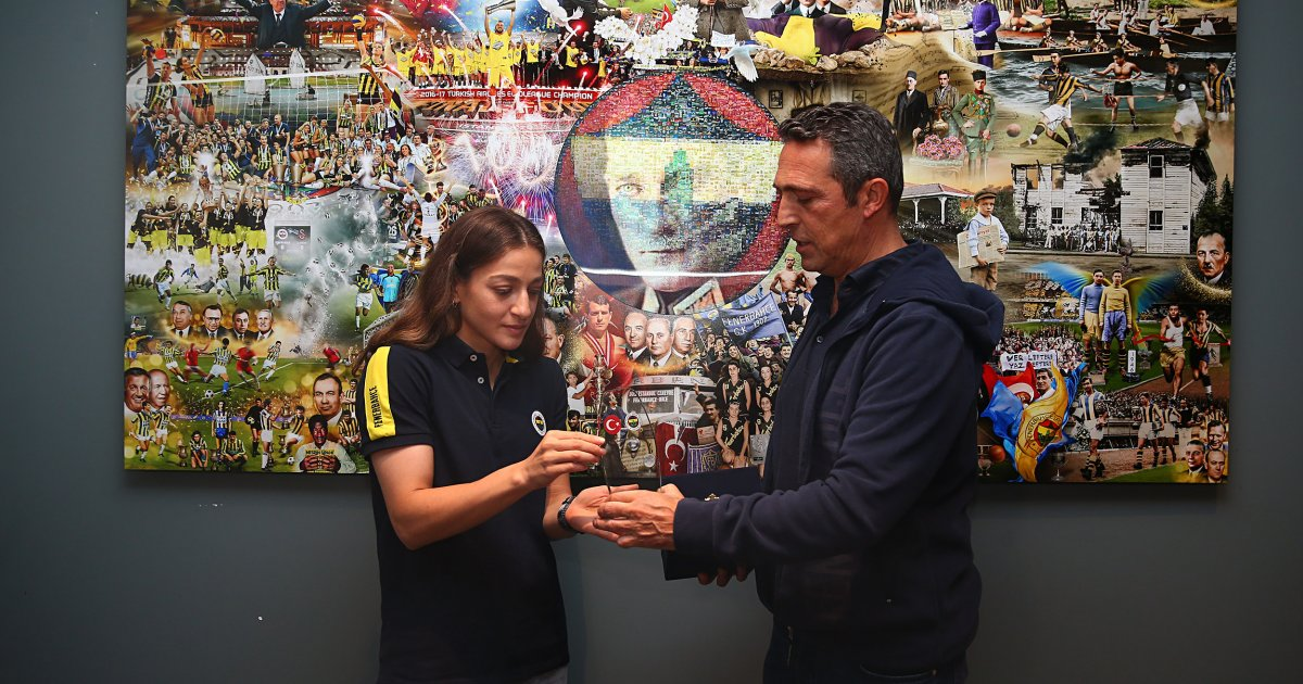 Ali Koç, gümüş madalyalı boksör Buse Naz Çakıroğlu ile görüştü #2