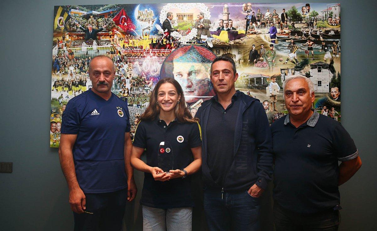 Ali Koç, gümüş madalyalı boksör Buse Naz Çakıroğlu ile görüştü #3