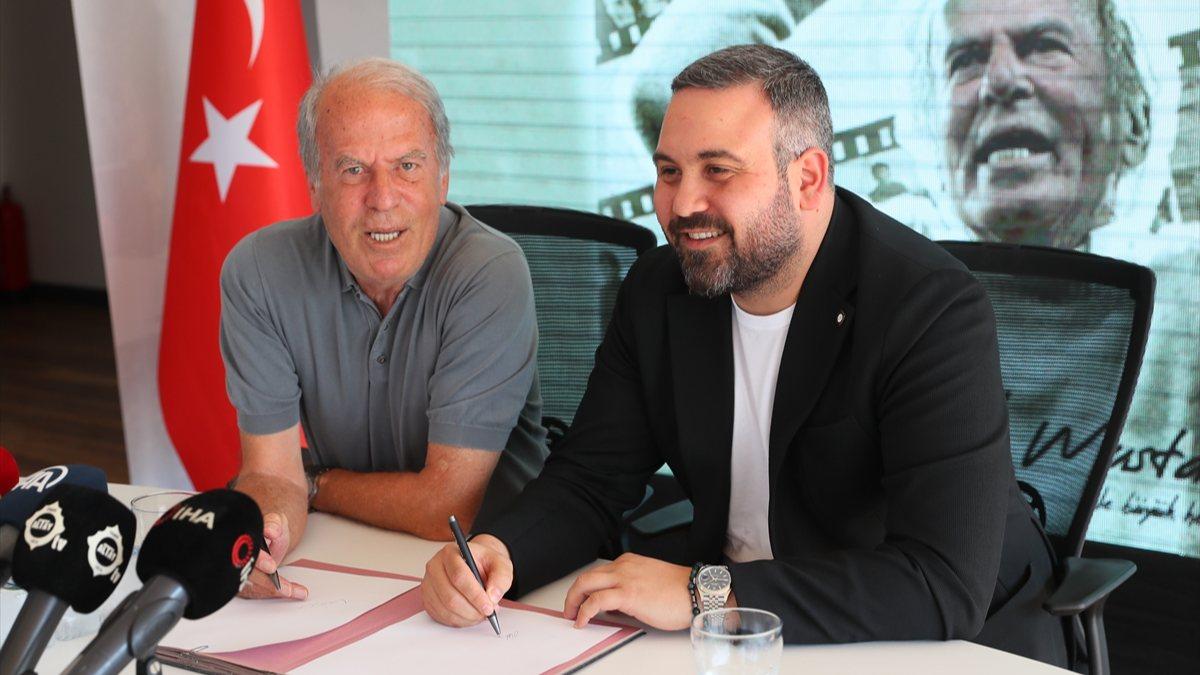Altay'da Mustafa Denizli imzaladı
