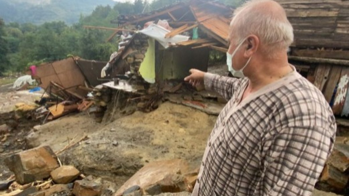 Bartın'daki selde evi yıkılan ve annesi kaybolan kişi, yaşadığı anları anlattı