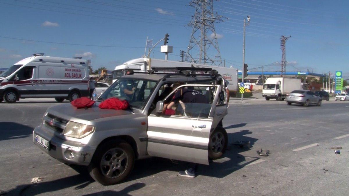 Başakşehir de kamyonetin neden olduğu kazada 2 kişi yaralandı #1