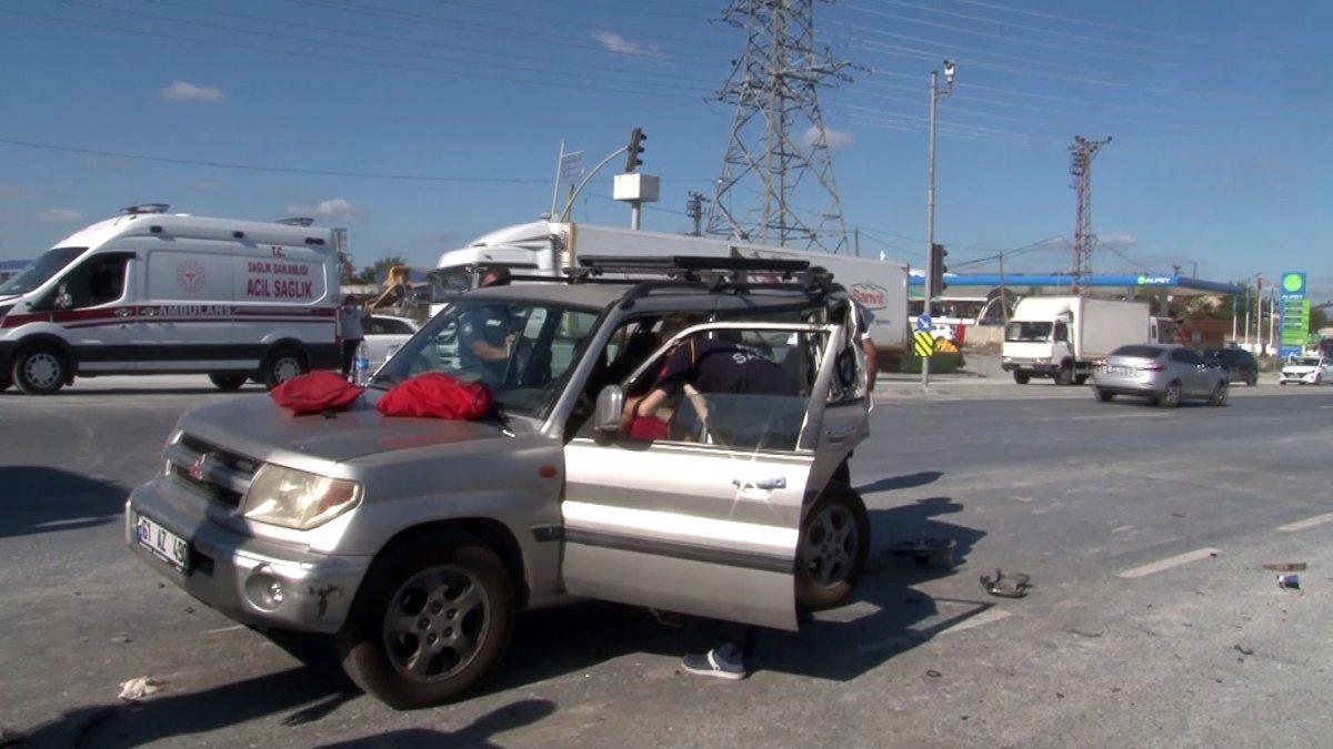 Başakşehir'de kamyonetin neden olduğu kazada 2 kişi yaralandı