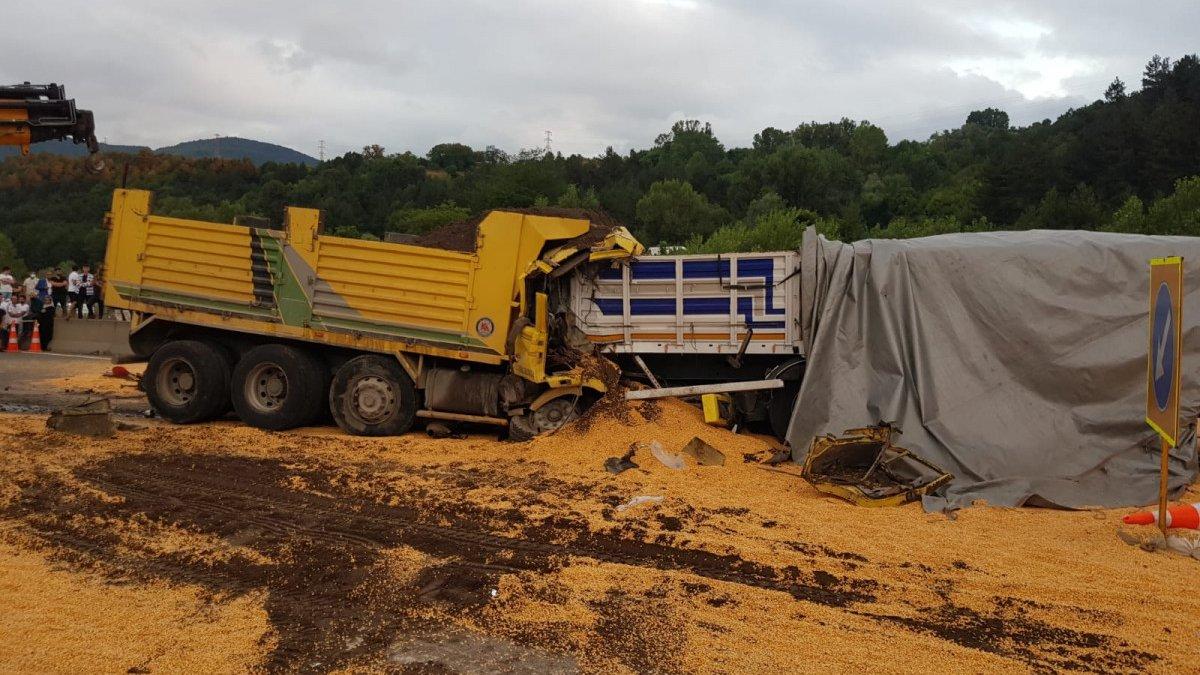 Bolu'da kamyon ile 2 tır çarpıştı: 1 ölü, 2 yaralı