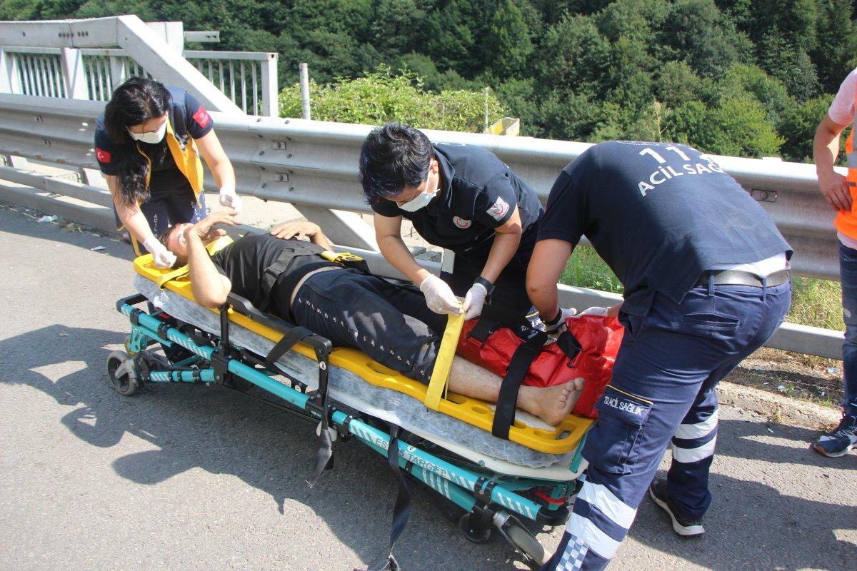 Bolu'da tıra çarpan kamyon sürücüsü 1 saatte kurtarıldı #8