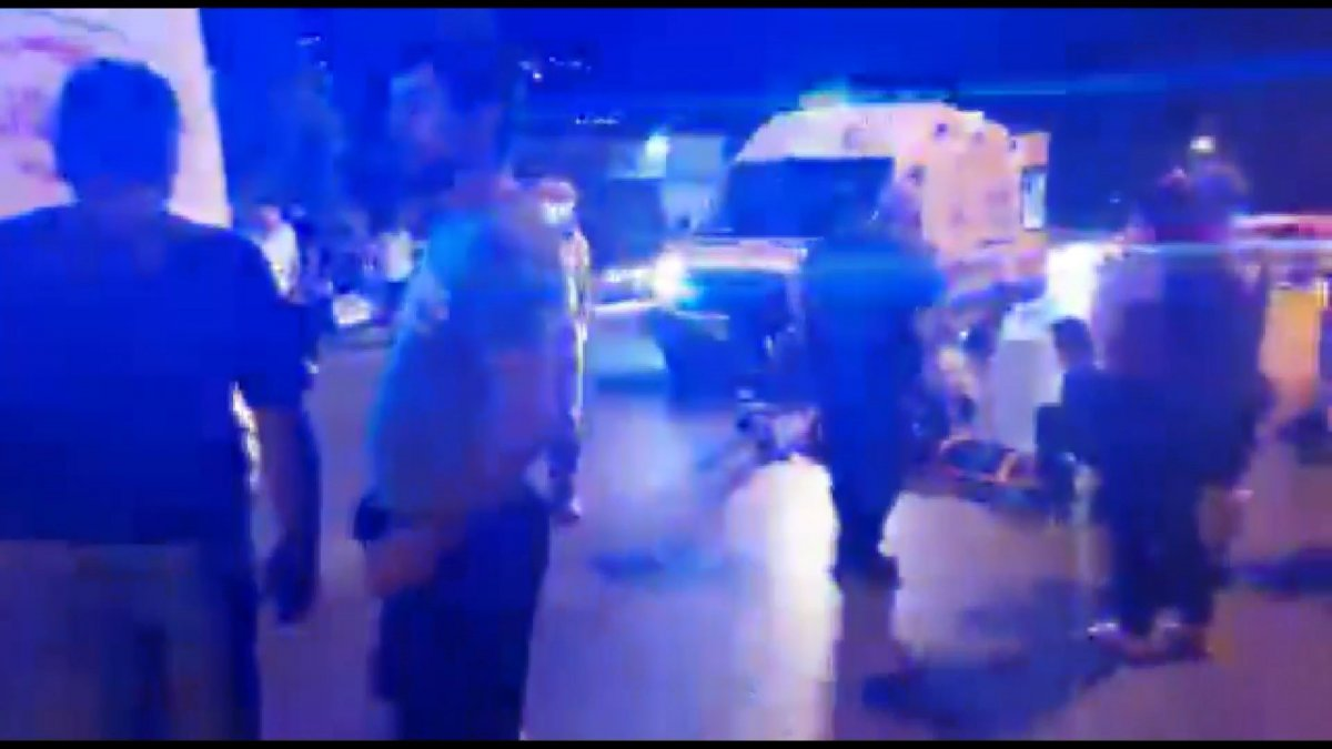 Bursa'da yaya halindeki anne ve çocuğa araba çarptı