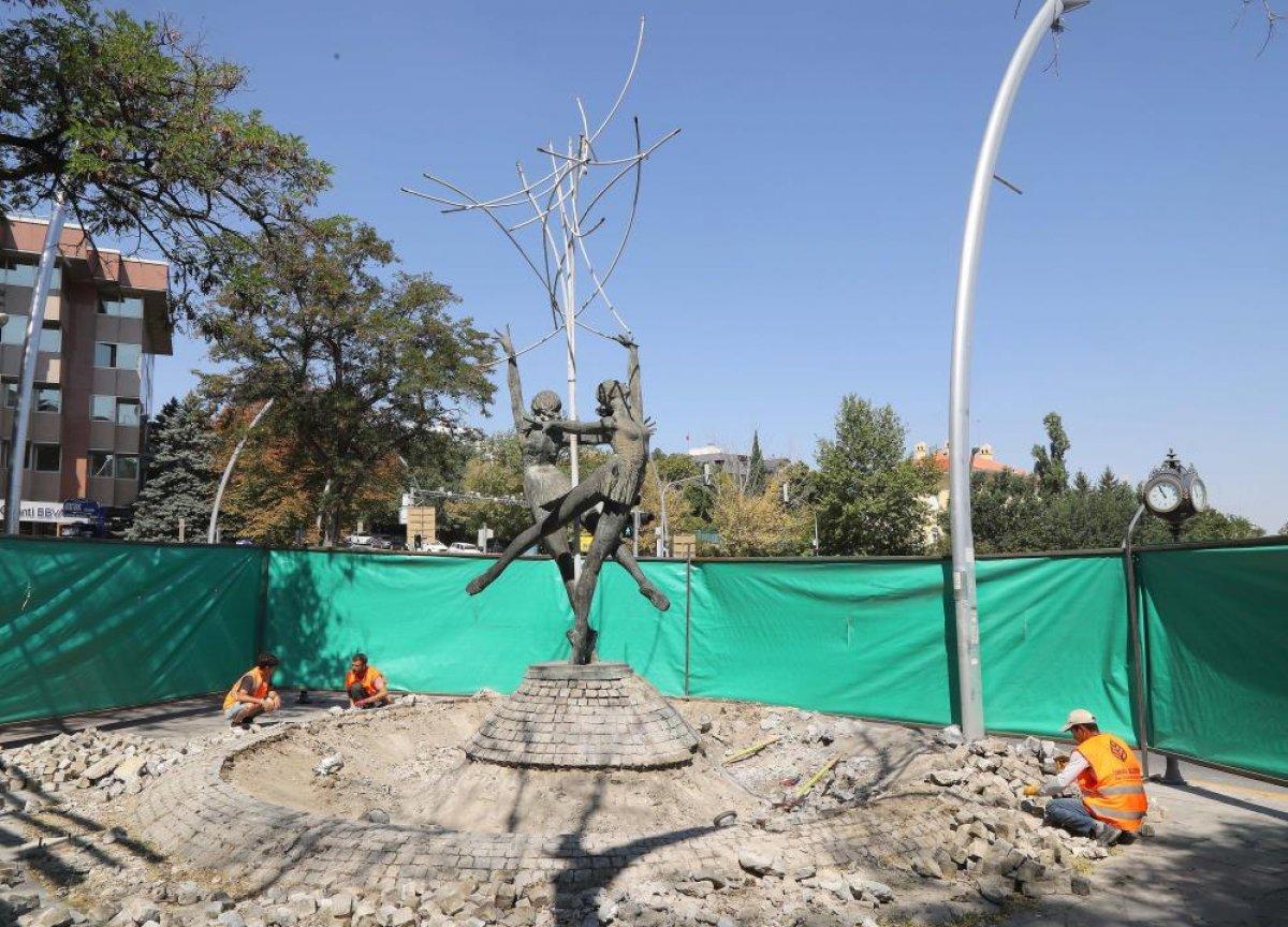 CHP, Çankaya da eskiyen heykeli bakıma aldı #1
