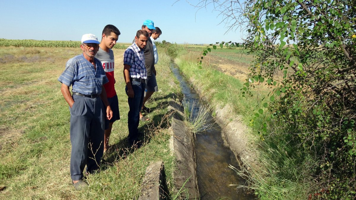 Edirne'de sulama kanalı hasarlı olunca köylü zarar gördü
