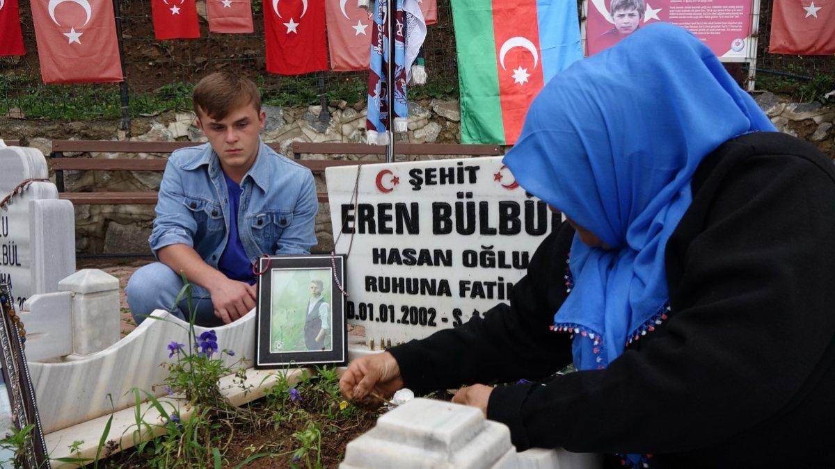 Eren Bülbül'ü oynayan oyuncu, anne Ayşe Bülbül'ü duygulandırdı