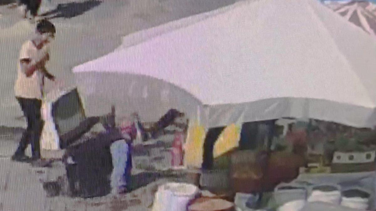 Iğdır'daki çalışan, dükkanın önünde oturan engelliye tekme attı