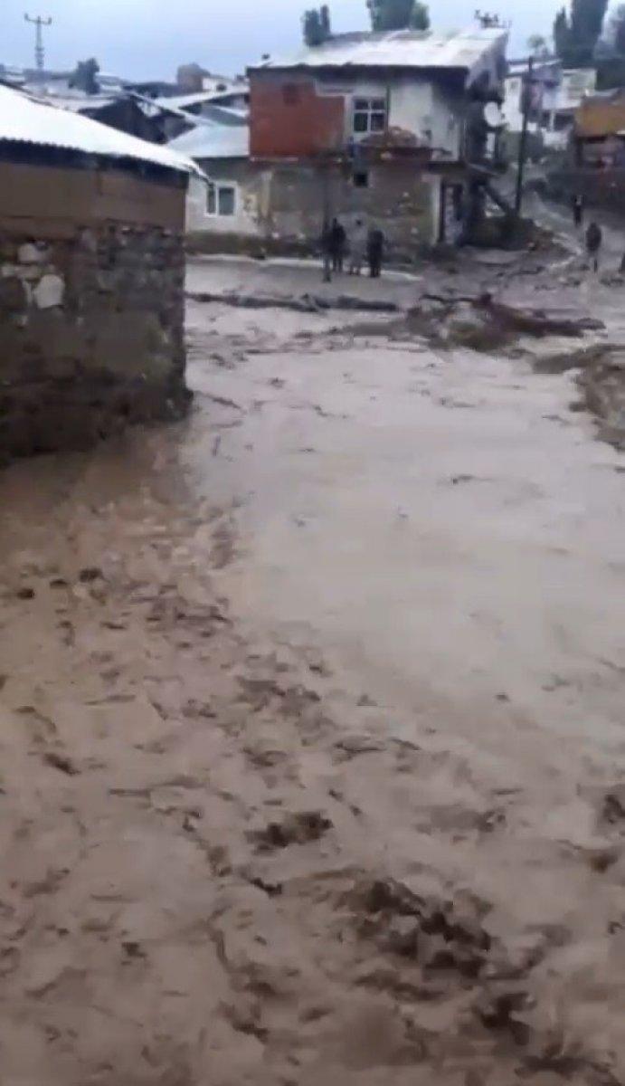 Kars'ın Sarıkamış ilçesindeki köyde sel baskını #2