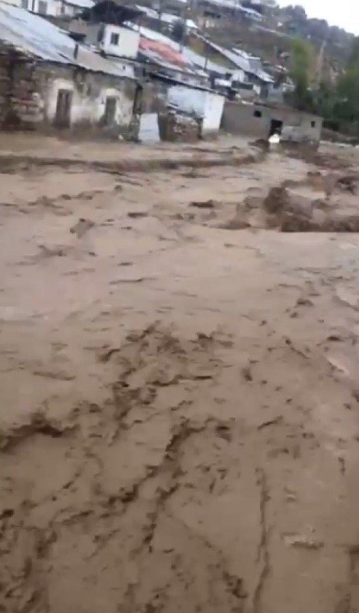 Kars'ın Sarıkamış ilçesindeki köyde sel baskını #3