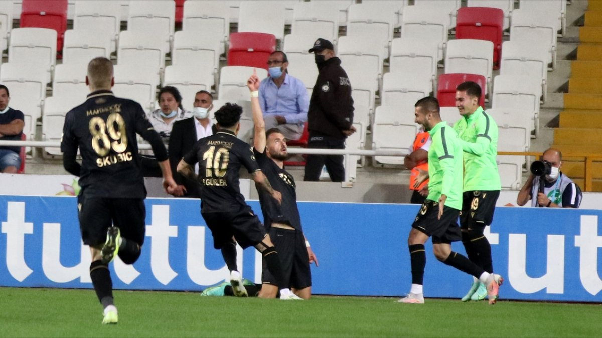Konyaspor bitime 2 dakika kala Sivas'tan 3 puanla döndü