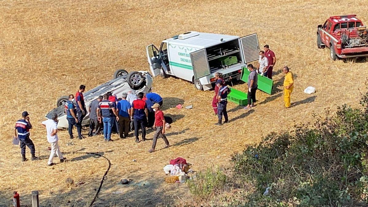 Osmaniye de otomobil, bariyere çarpıp şarampole yuvarlandı #4