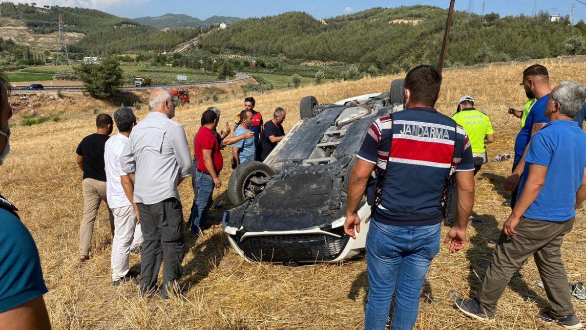 Osmaniye'de otomobil, bariyere çarpıp şarampole yuvarlandı