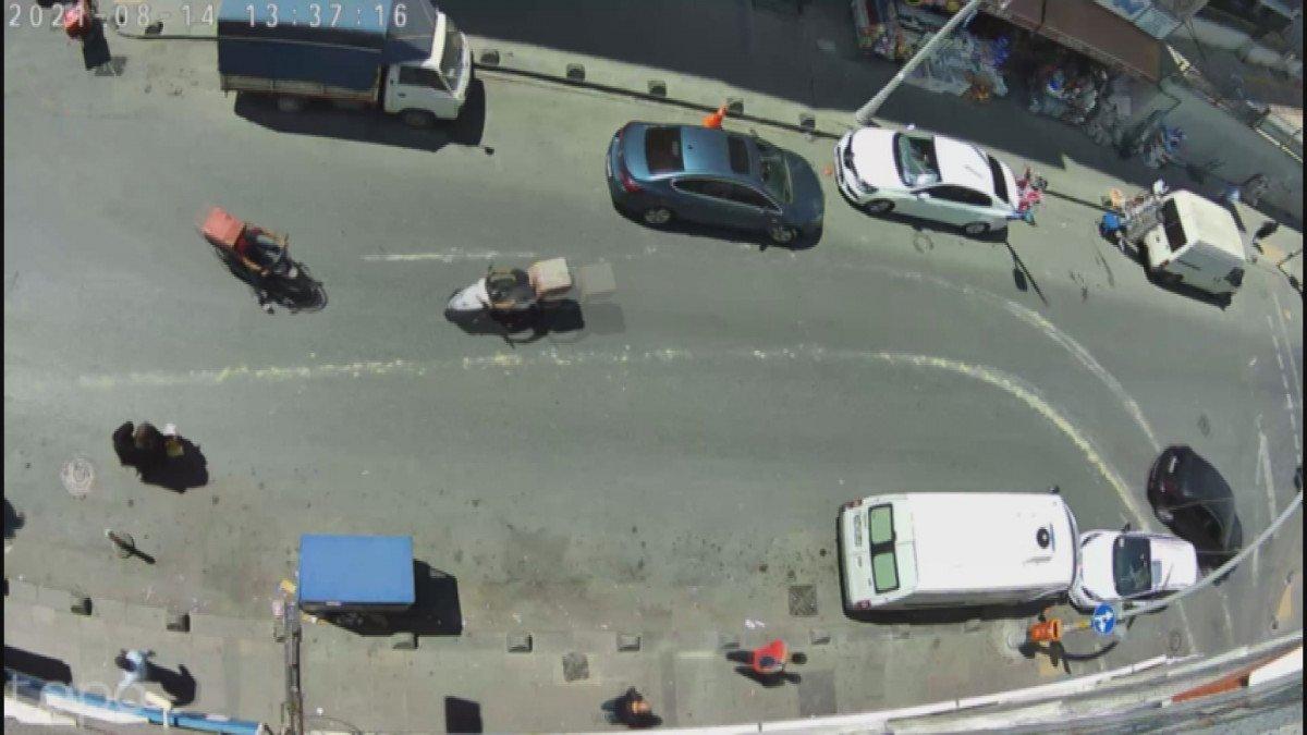 Sultangazi'de moto kuryeler kafa kafaya çarpıştı #1