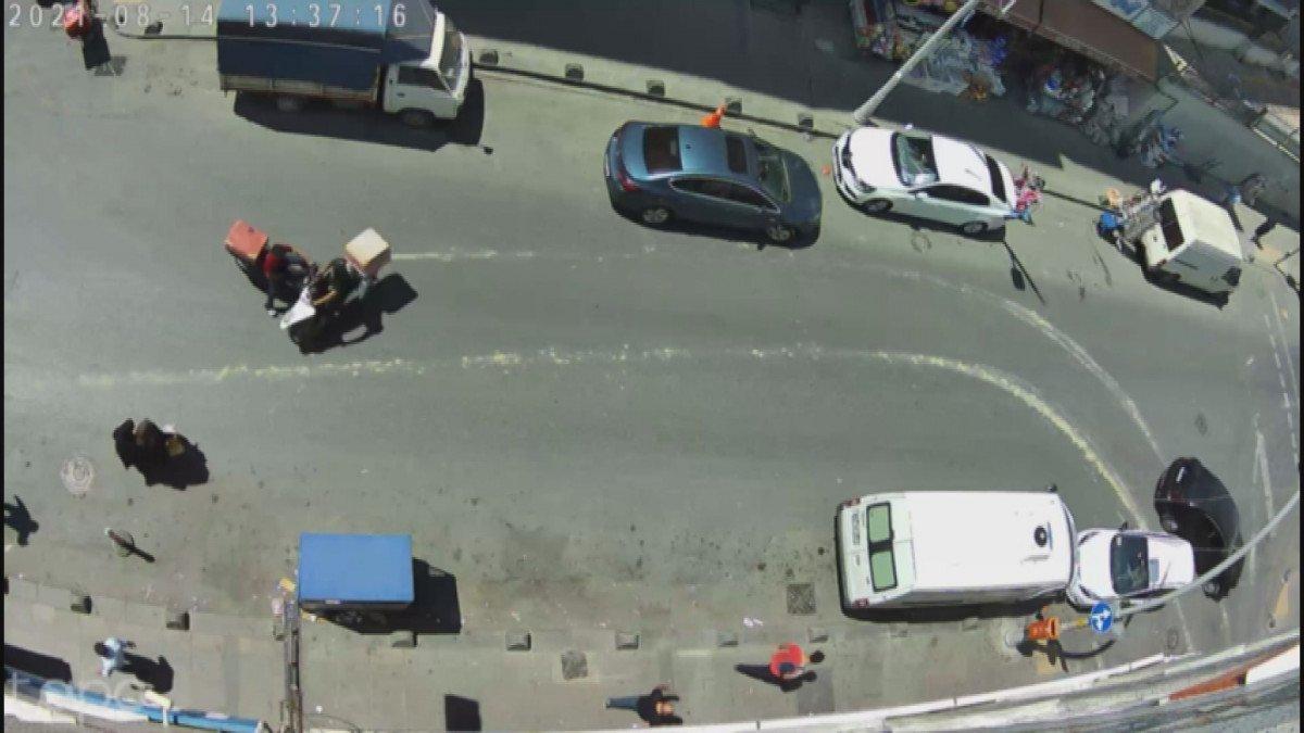 Sultangazi'de moto kuryeler kafa kafaya çarpıştı #3
