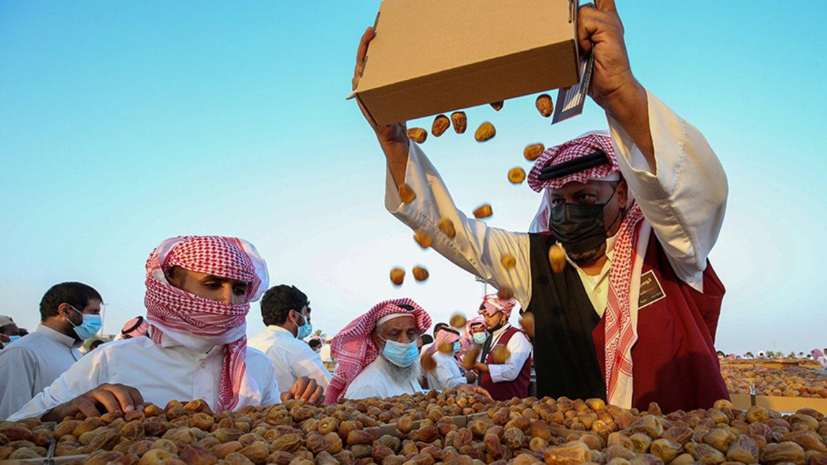 Suudi Arabistan'da hurma pazarı kuruldu