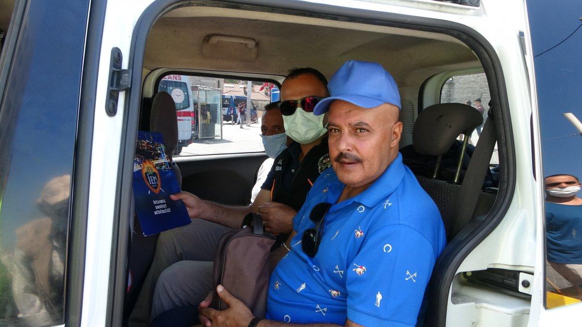 Taksim de çantasını takside unutan turist, eksik para için taksiciyi şikayet etti #2