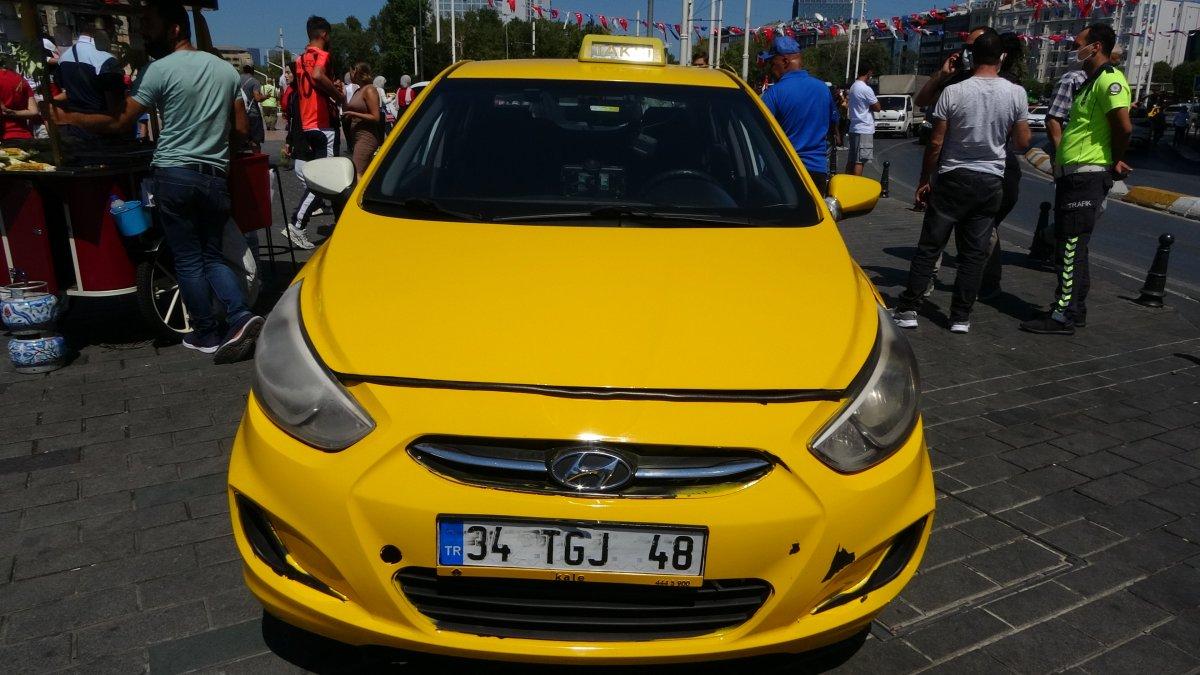 Taksim de çantasını takside unutan turist, eksik para için taksiciyi şikayet etti #4