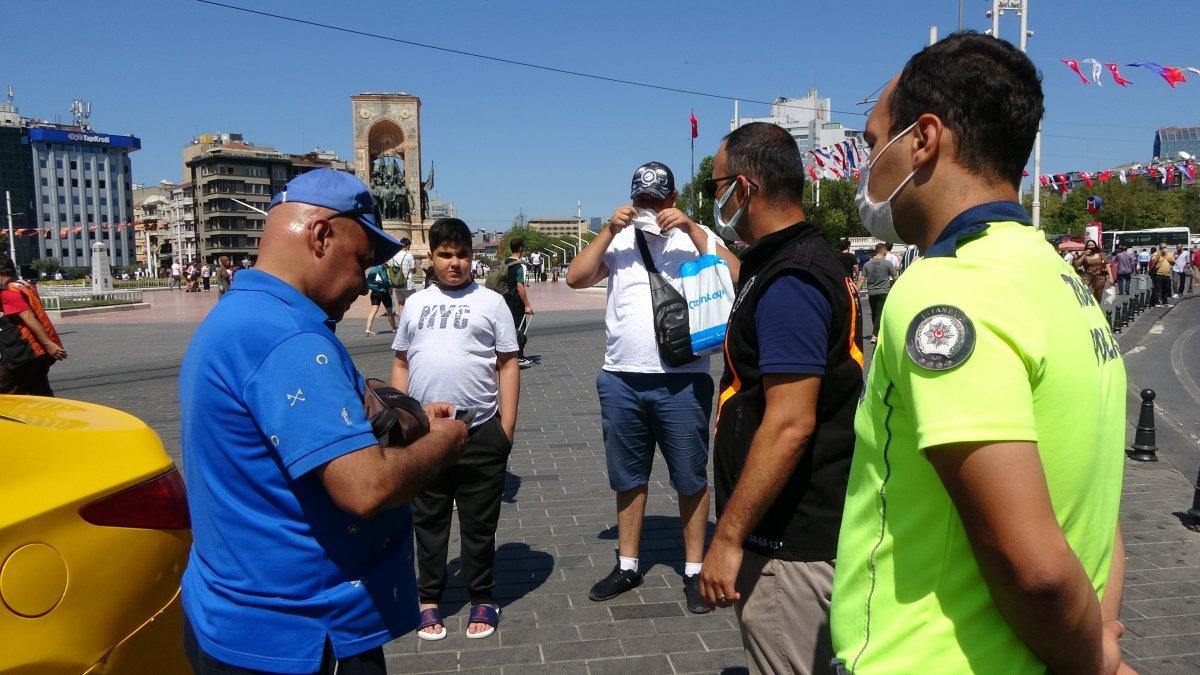 Taksim de çantasını takside unutan turist, eksik para için taksiciyi şikayet etti #5