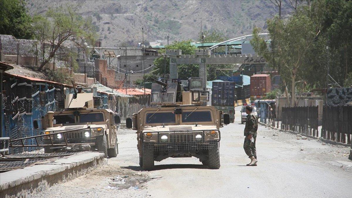 Taliban, Afganistan'da 9 vilayet merkezini ele geçirdi