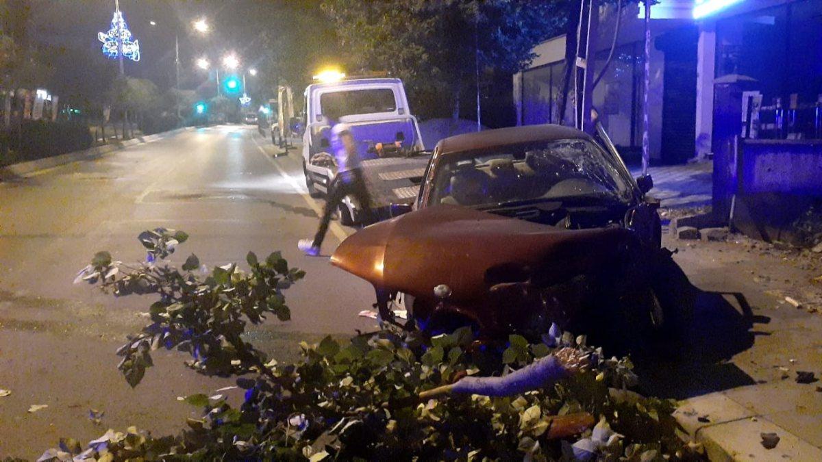 Tuzla'da alkollü sürücü kaza yaptı: 1'i ağı 2 yaralı