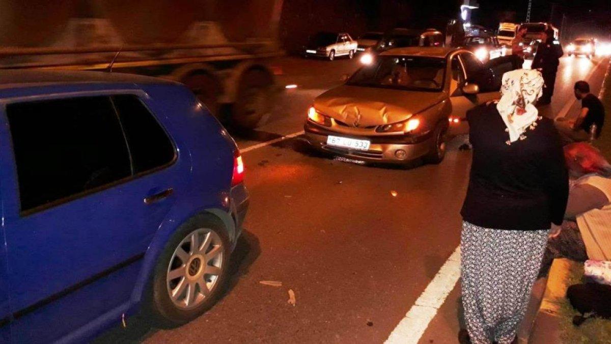 Zonguldak'ta iki otomobilin çarpışması sonucu 4 kişi yaralandı